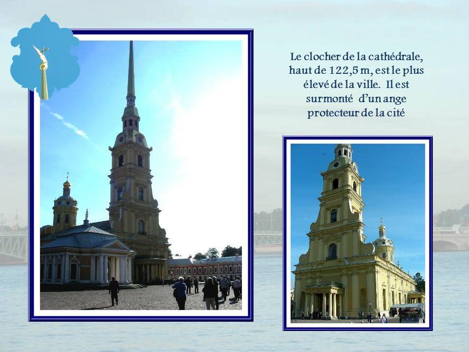 Cest la découverte de la cathédrale Saint-Pierre-et-Saint-Paul qui est le point culminant de la visite.
