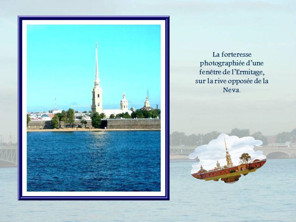 Le tsar choisit cette île du delta de la Neva, lîle des Lièvres, à cause de sa position stratégique, pour en faire le point de naissance de sa ville.