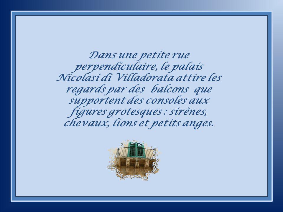 Lentrée de la Mairie et la proclamation de lUNESCO.