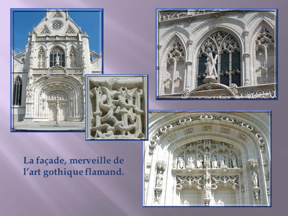 Marguerite dAutriche est née à Bruxelles en 1480. Promise, dès son jeune âge, à Charles VIII, le fils de Louis XI, elle est répudiée quand des raisons