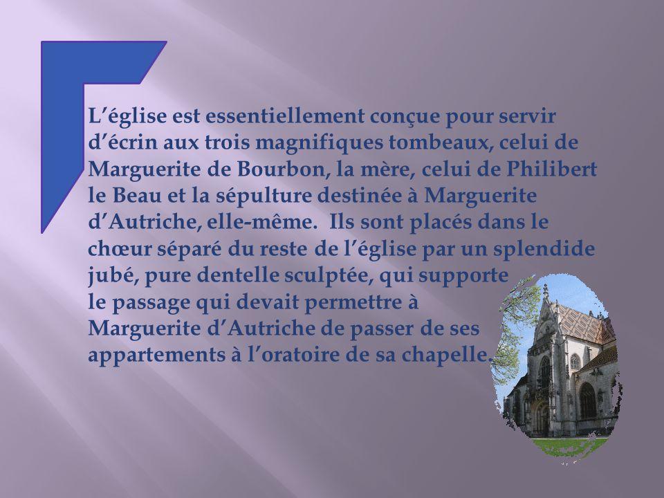 Léglise est essentiellement conçue pour servir décrin aux trois magnifiques tombeaux, celui de Marguerite de Bourbon, la mère, celui de Philibert le Beau et la sépulture destinée à Marguerite dAutriche, elle-même.