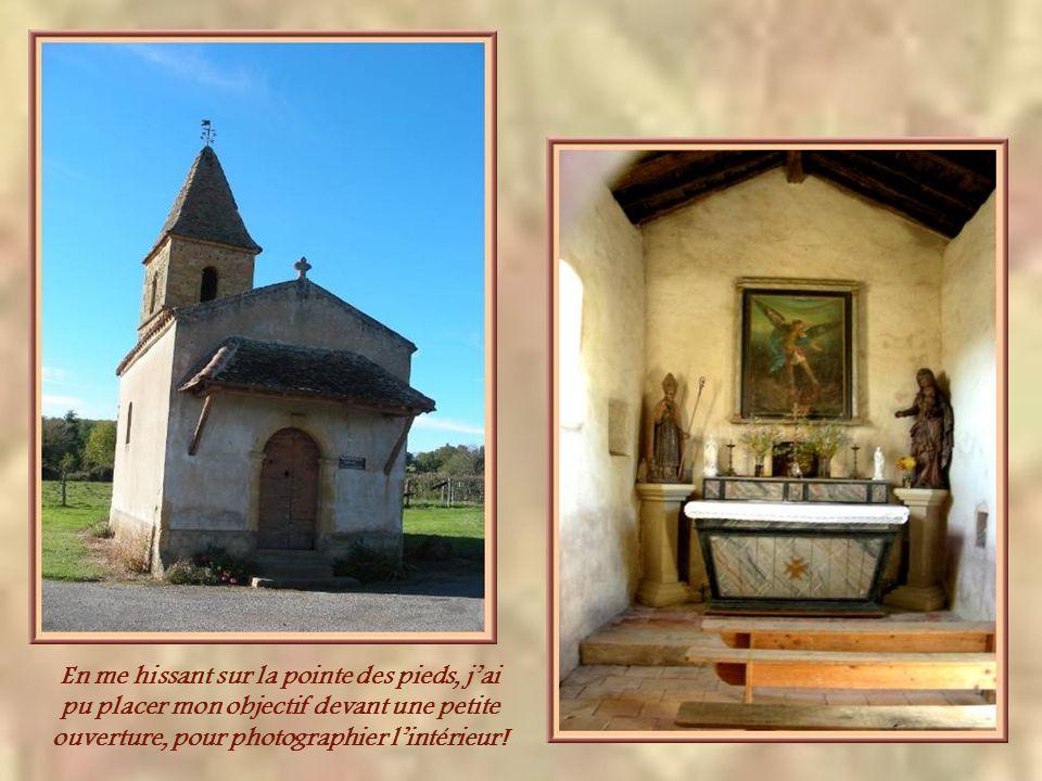 La chapelle rurale dite de Saint- Claude, à la Barnaudière, date du XVIIe siècle et fut restaurée en 1822. Je lai découverte en même temps que le chât
