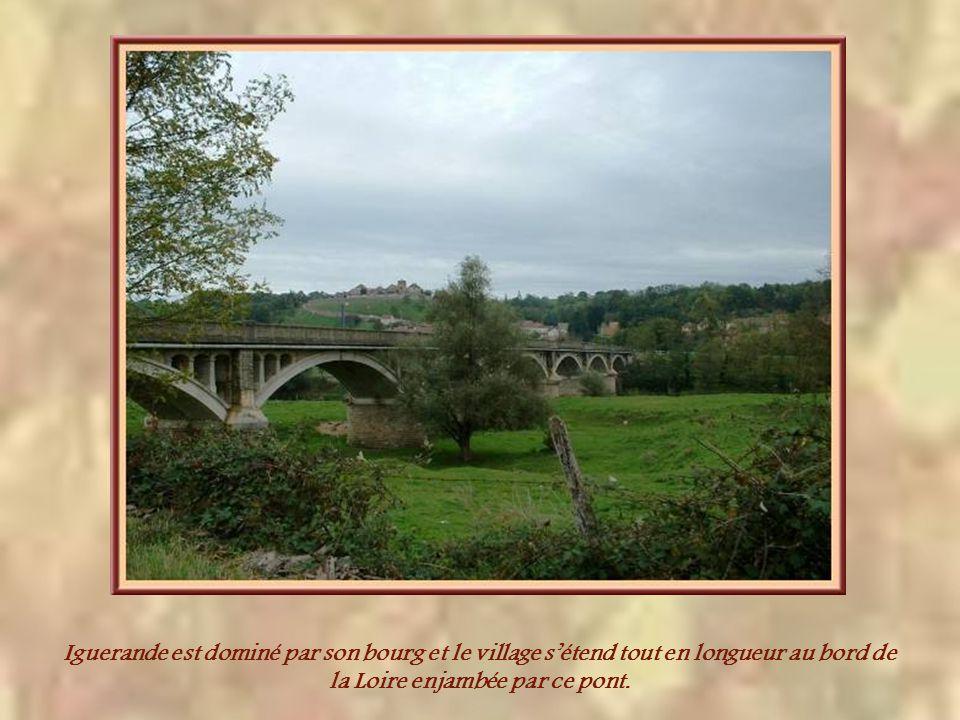 Iguerande est dominé par son bourg et le village sétend tout en longueur au bord de la Loire enjambée par ce pont.