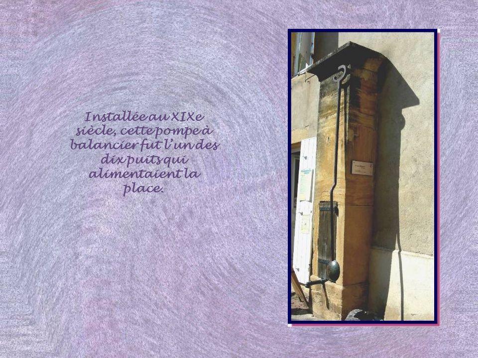La maison des clercs porte, sur sa tour ronde, la date de 1612. Les demeures de notables étaient nombreuses dans la Haute Ville car Semur est resté ba