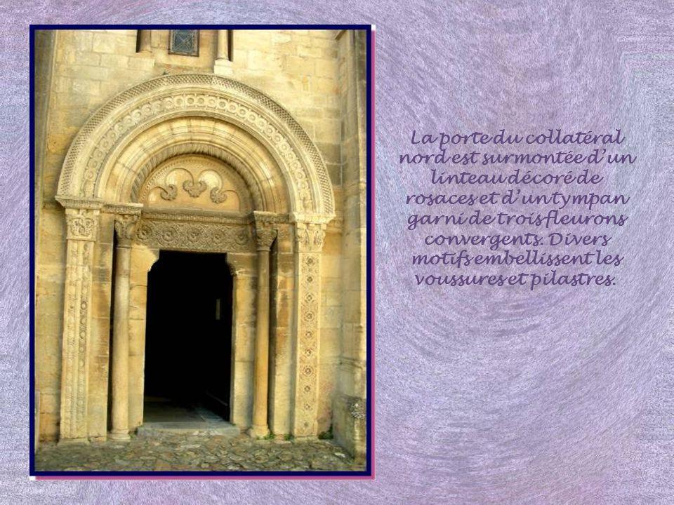 La Collégiale Saint-Hilaire fut la dernière église romane construite en Brionnais au XIIe siècle. Elle marque la transition avec le gothique.. Le cloc