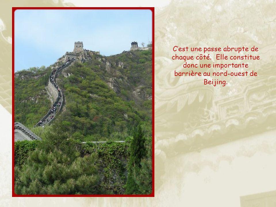 Sans doute moins visitée que Badaling, la passe de Juyongguan nest située quà une cinquantaine de km de Beijing. Déjà deux siècles avant Jésus-Christ,