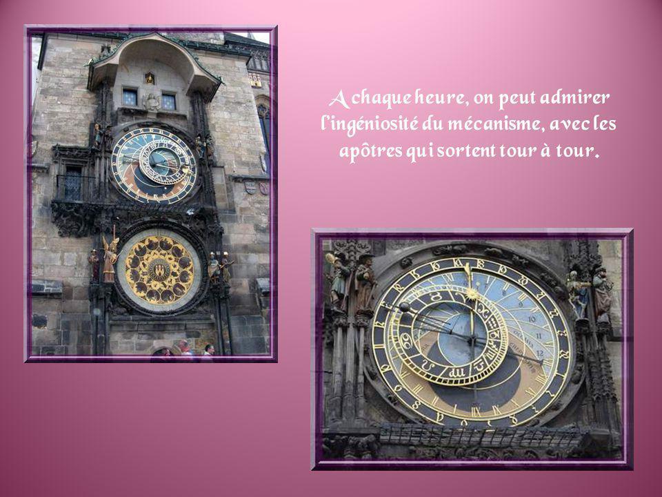 La plus belle place de Prague est la Place de la Vieille ville. On y trouve le monument à Jean Hus, le réformateur qui sinsurgea contre la corruption