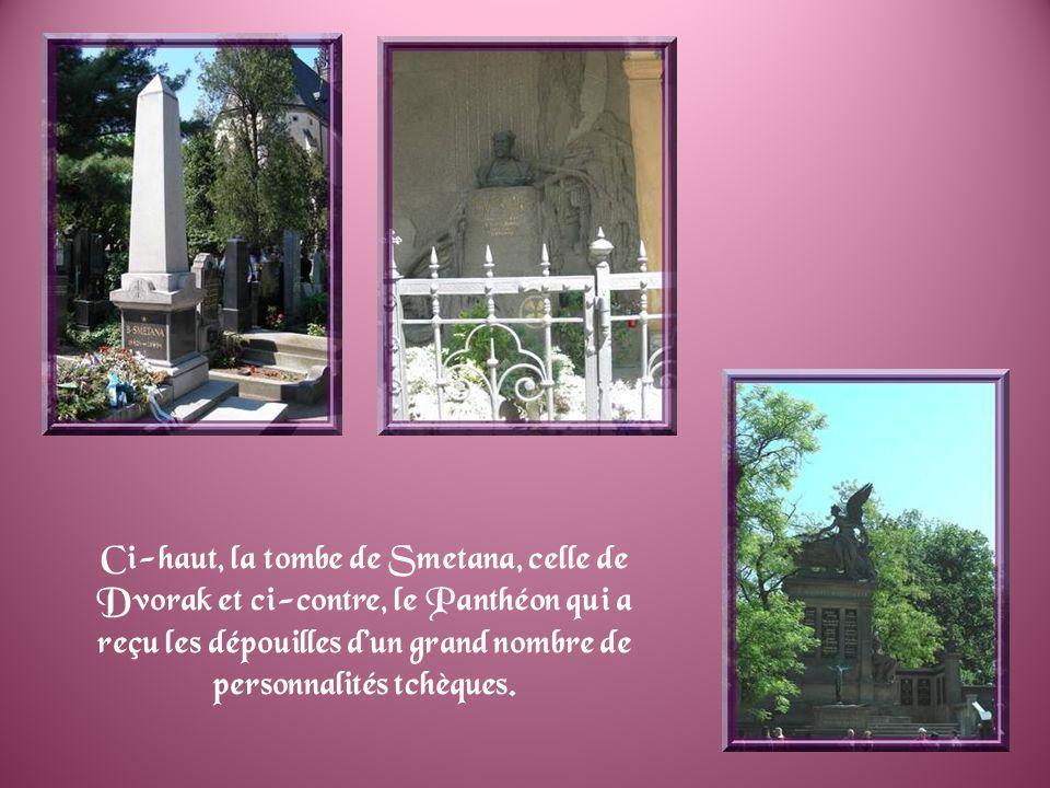 Les portes de léglise Saints-Pierre-et-Paul