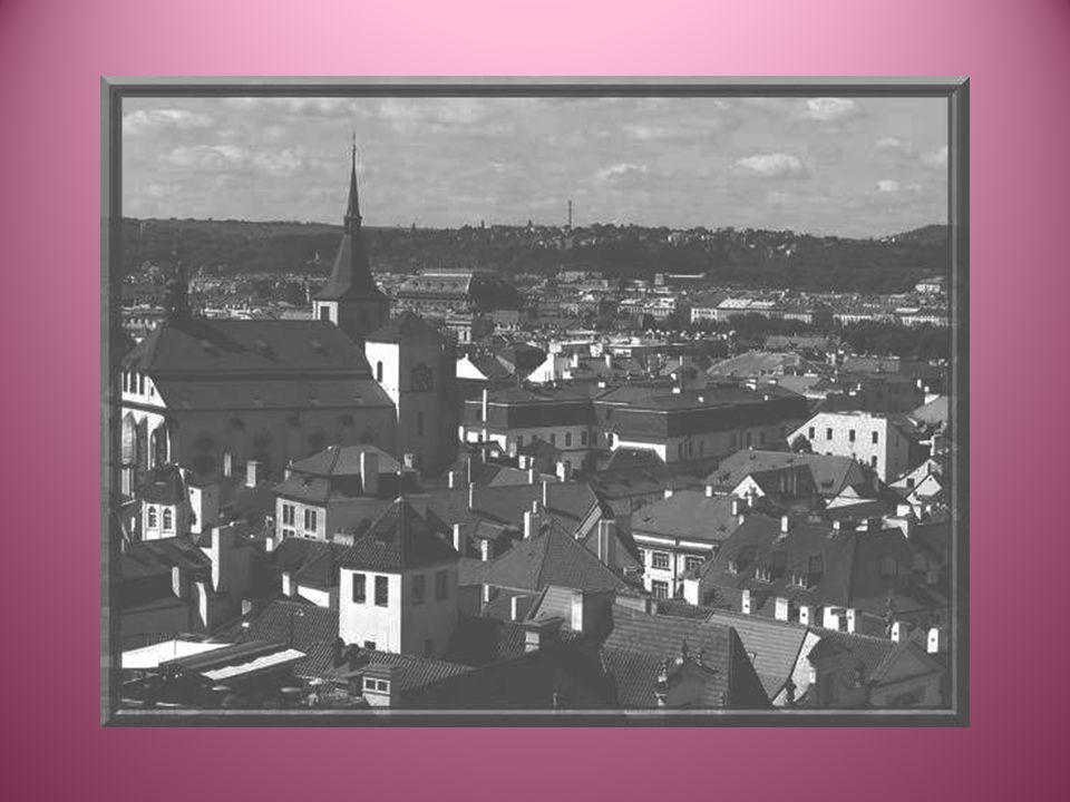 La Vltava sépare la ville en deux.