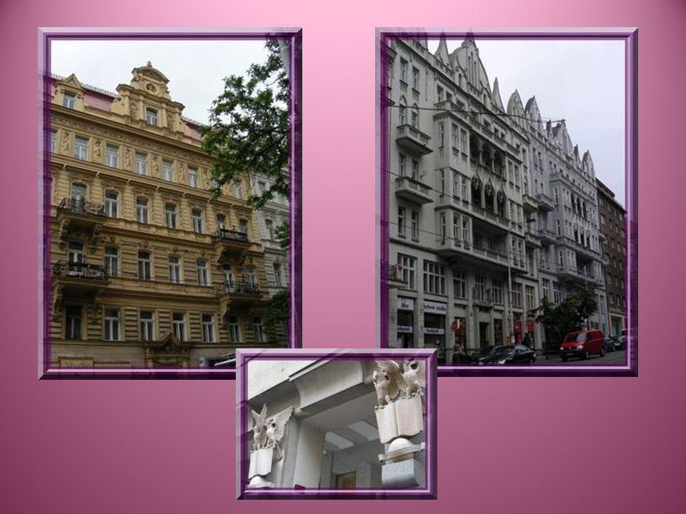 Avant même de commencer à visiter les quartiers plus touristiques, on est surpris de constater que tous les immeubles présentent une architecture recherchée, que ce soit par la forme ou par la présence de nombreuses sculptures…
