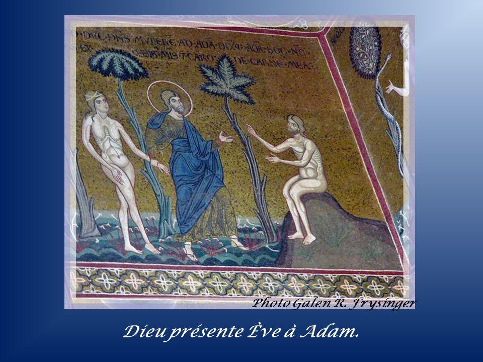 La Vierge et lenfant, les apôtres et en- dessous, différents saints.