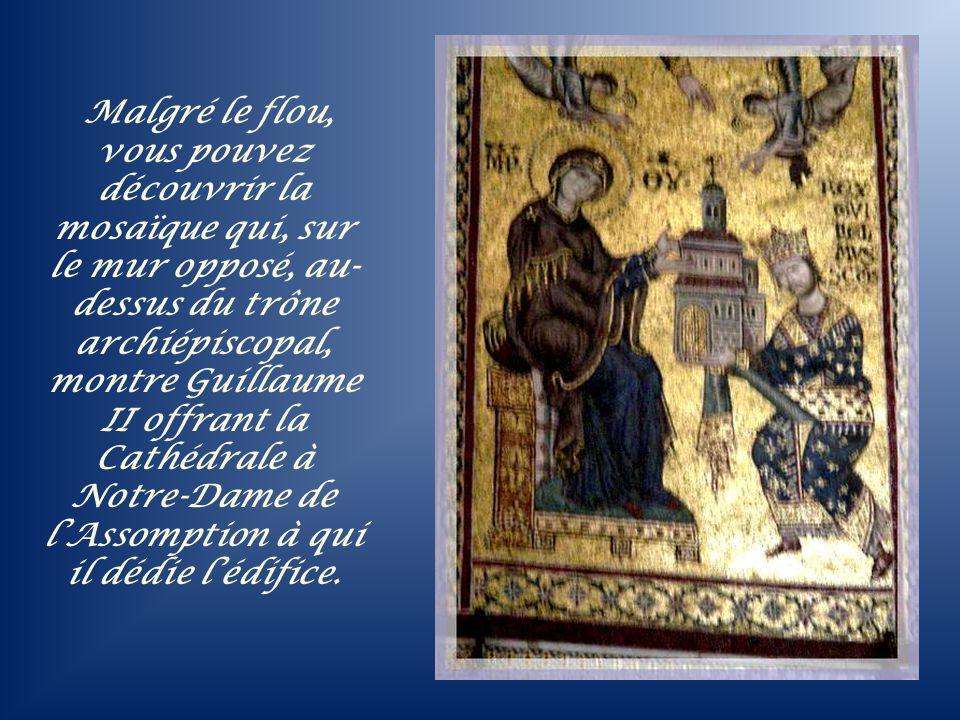 Sur le mur surplombant ce trône royal, Guillaume II recevant sa couronne directement du Christ!