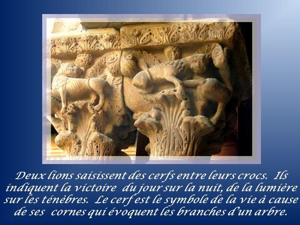 Le jardin du cloître comprend aussi un palmier, symbole de la fécondité et de la victoire, un grenadier, symbole du Paradis céleste, un figuier dont les fruits étaient considérés comme la première nourriture de lhomme primitif.