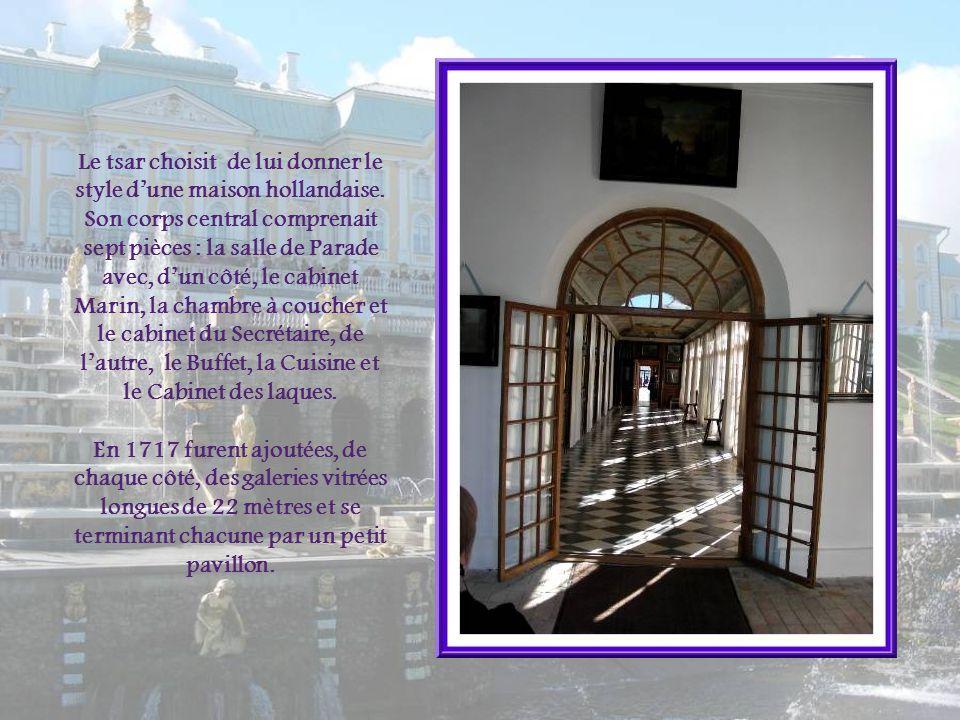 Il semble que cétait au palais Monplaisir que Pierre Ier aimait sinstaller lors de ses visites à Petherof. Il y aurait retrouvé latmosphère quil aimai