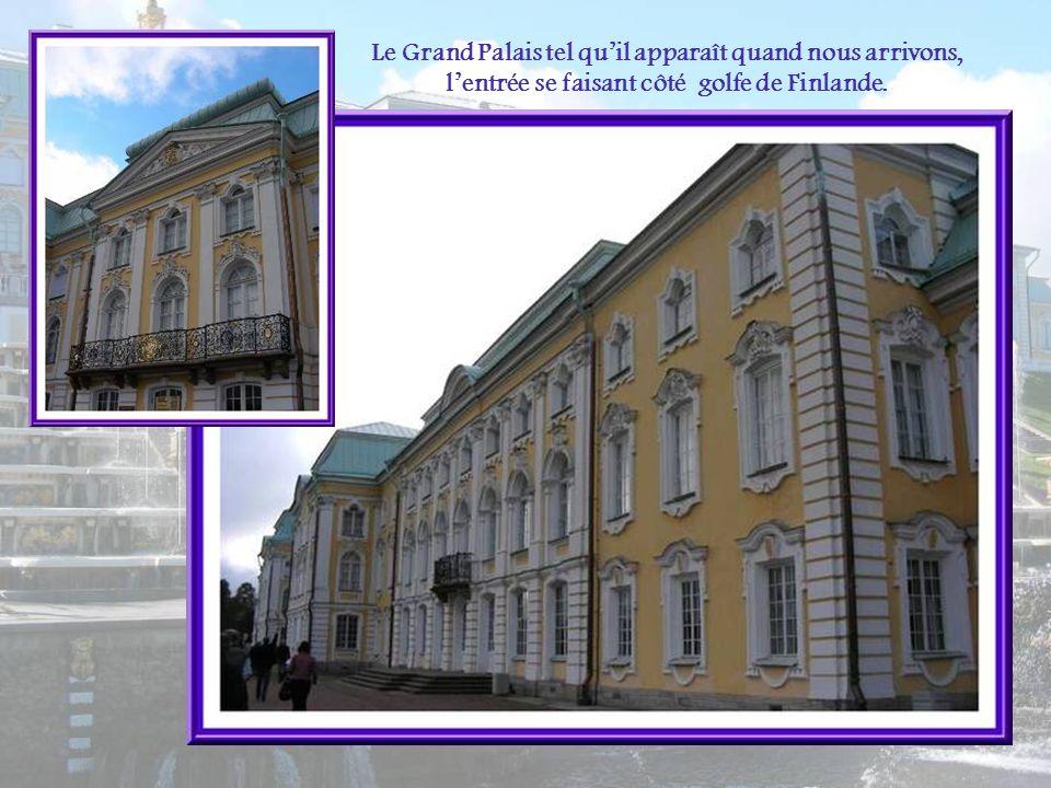 Le Grand Palais tel quil apparaît quand nous arrivons, lentrée se faisant côté golfe de Finlande.