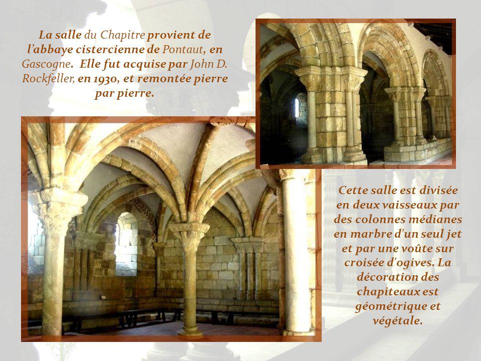 La fontaine centrale provient du monastère français de Saint-Génis-les- Fontaines.
