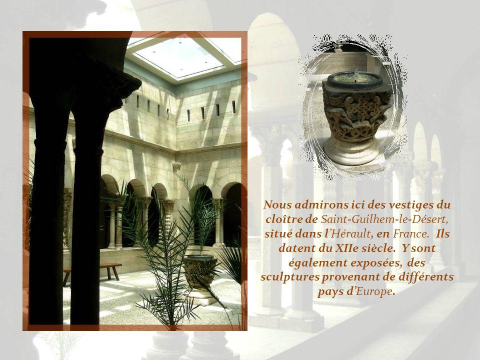 Cette chapelle abrite des vestiges du XIIe siècle, provenant de Notre-Dame-du- Bourg, de Landon en Gironde ainsi que de Cluny et Autun. On y admire au