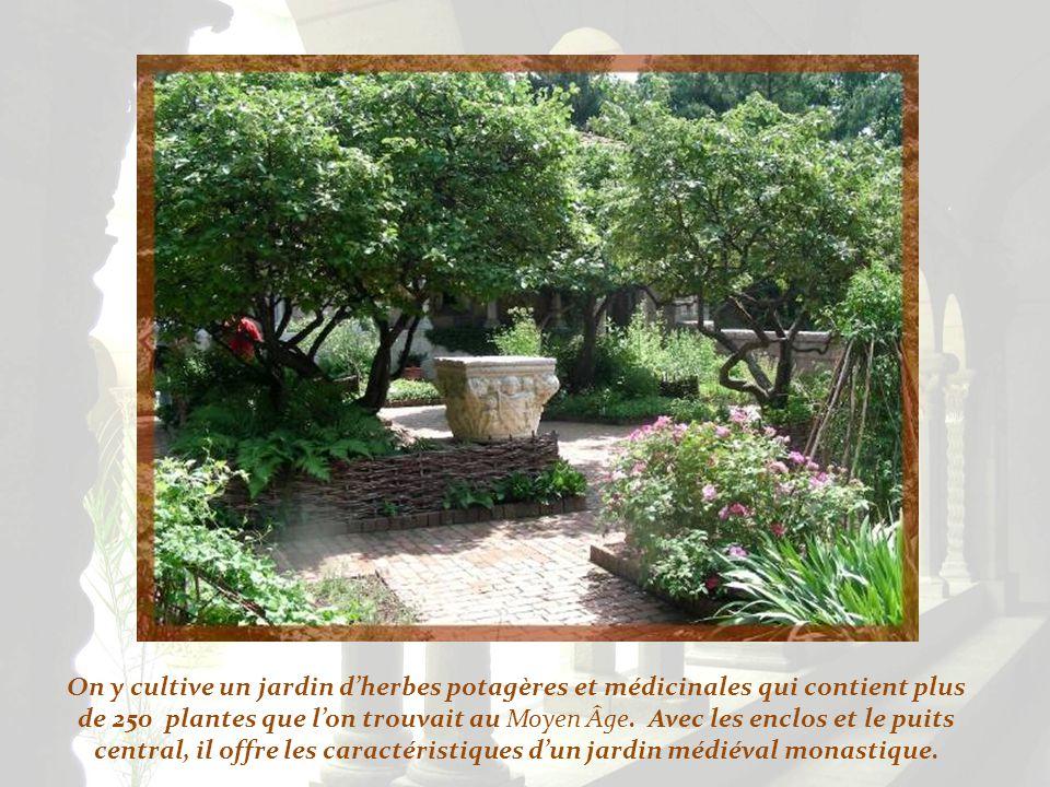 Dans le cloître de Bonnefont, des vestiges de la fin du XIIIe, ou du début du XIVe, proviennent de Bonnefont-en-Comminges.