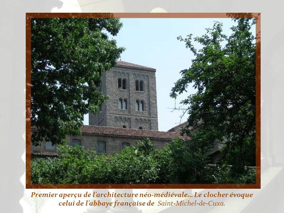 Premier aperçu de larchitecture néo-médiévale… Le clocher évoque celui de labbaye française de Saint-Michel-de-Cuxa.