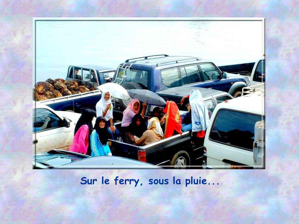 En attendant le ferry.