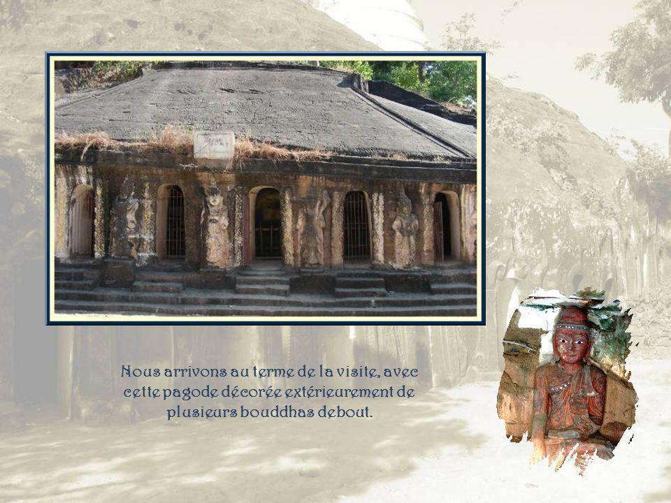 Un grand nombre de bouddhas de grès ornent cette grotte compartimentée pour pouvoir en placer davantage!