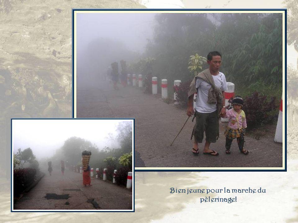 Surprise le lendemain. Nous devons affronter pluie fine et brume pour la descente.