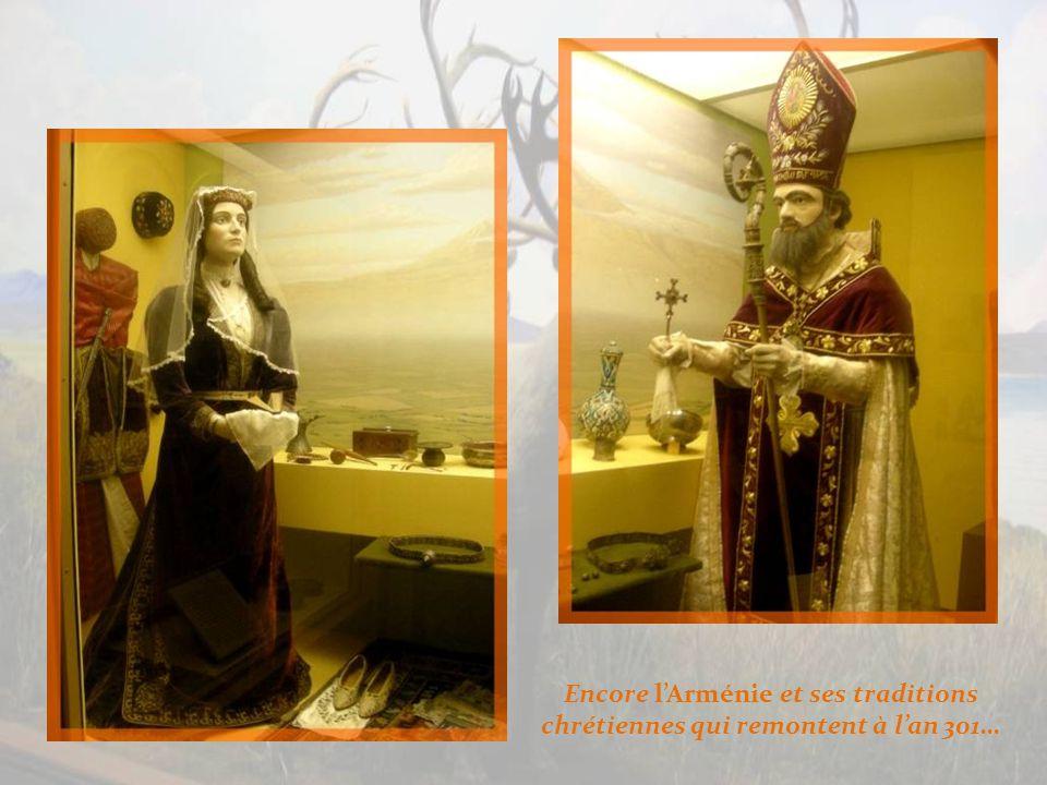 A gauche, lâge dor du commerce à Samarkand et à droite, lArménie.