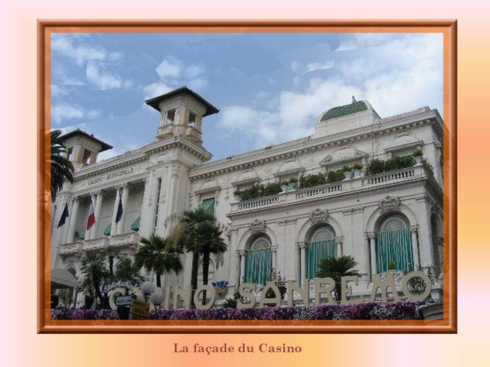 San Remo est lune des quatre villes italiennes qui possèdent un Casino! Inauguré en 1905, cest le monument le plus significatif de la belle époque dan