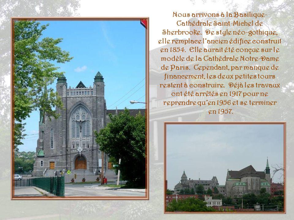 « Murale du Bicentenaire de Sherbrooke 2002 » La scène se déroule un bel après-midi de juin 1902, représentant la vie au quotidien, mêlant réalité et