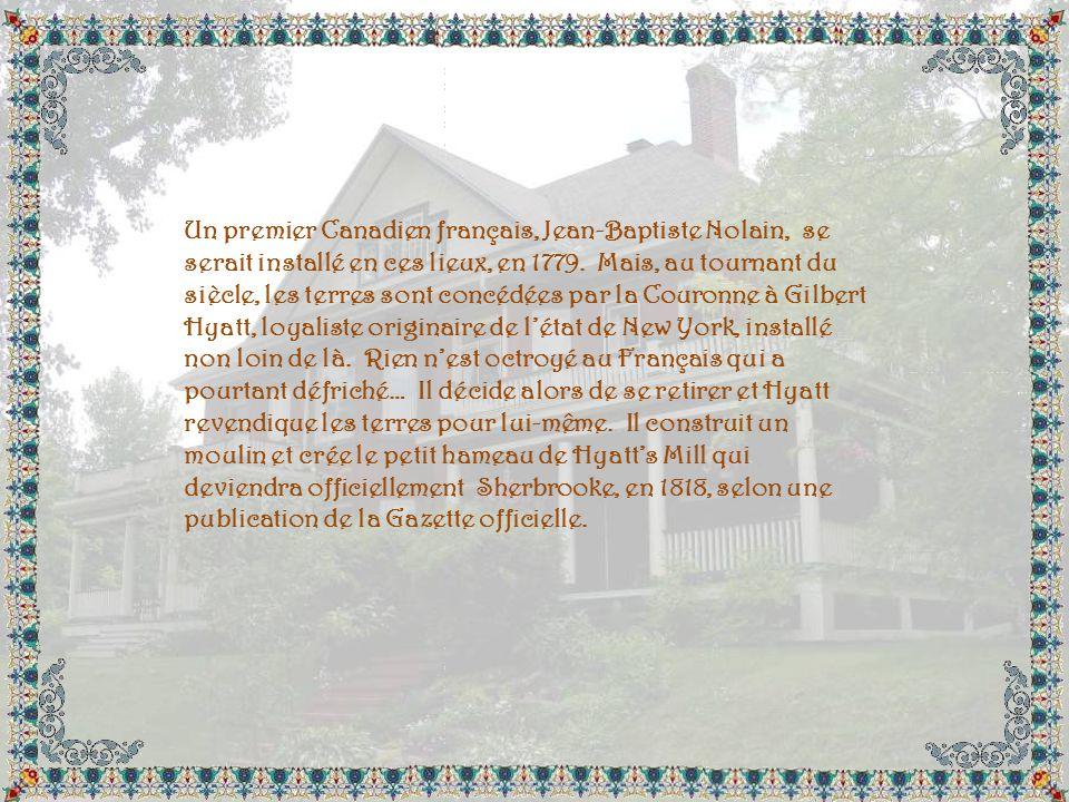 La couronne aux sept tours souligne que Sherbrooke est la Reine des Cantons-de-lEst. Les deux fleurs de lys représentent lélément français. La rose re