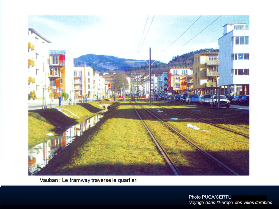 Photo PUCA/CERTU Voyage dans lEurope des villes durables Vauban : Le tramway traverse le quartier.
