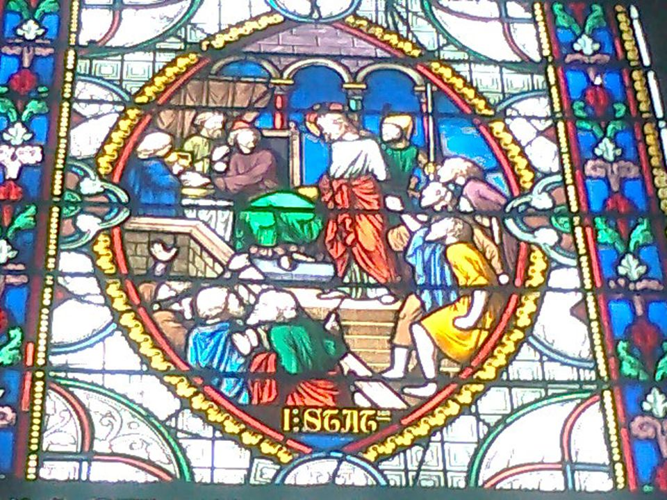 Jésus est chargé de sa croix « Et portant lui-même sa croix, il sortie vers le lieu-dit « du crâne », cest à dire en hébreu « Golgotha » Jean 19, 17 Difficile de porter sur soi linjustice .