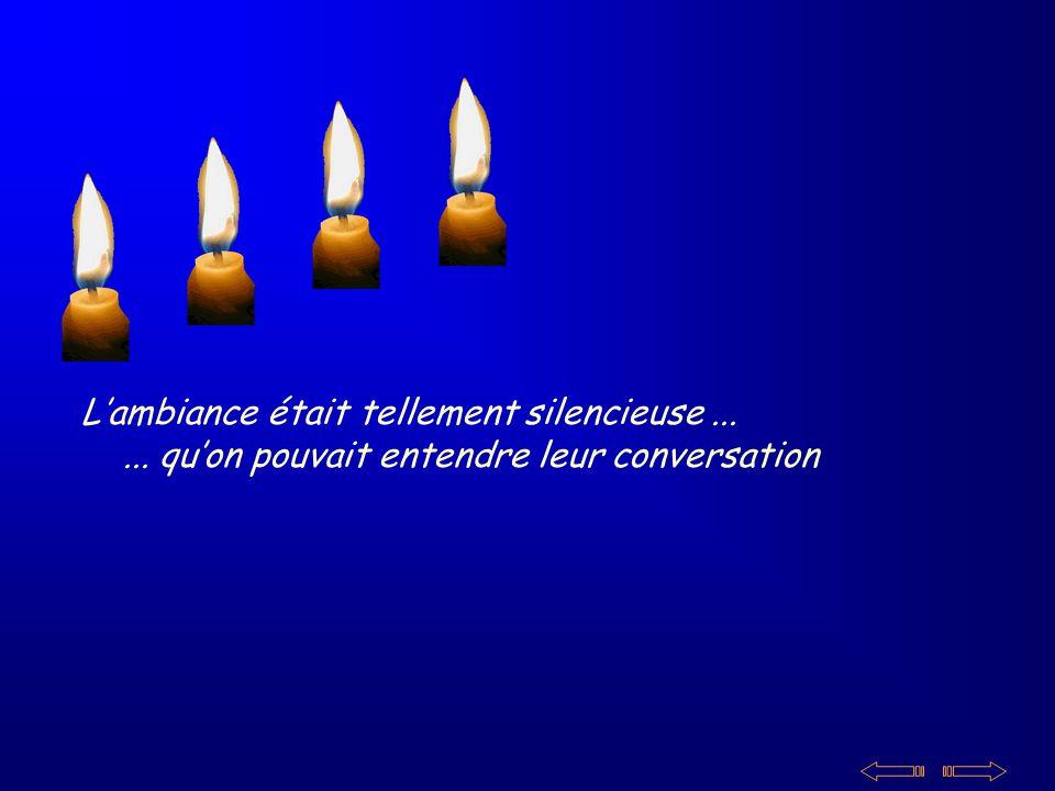 Lambiance était tellement silencieuse...... quon pouvait entendre leur conversation