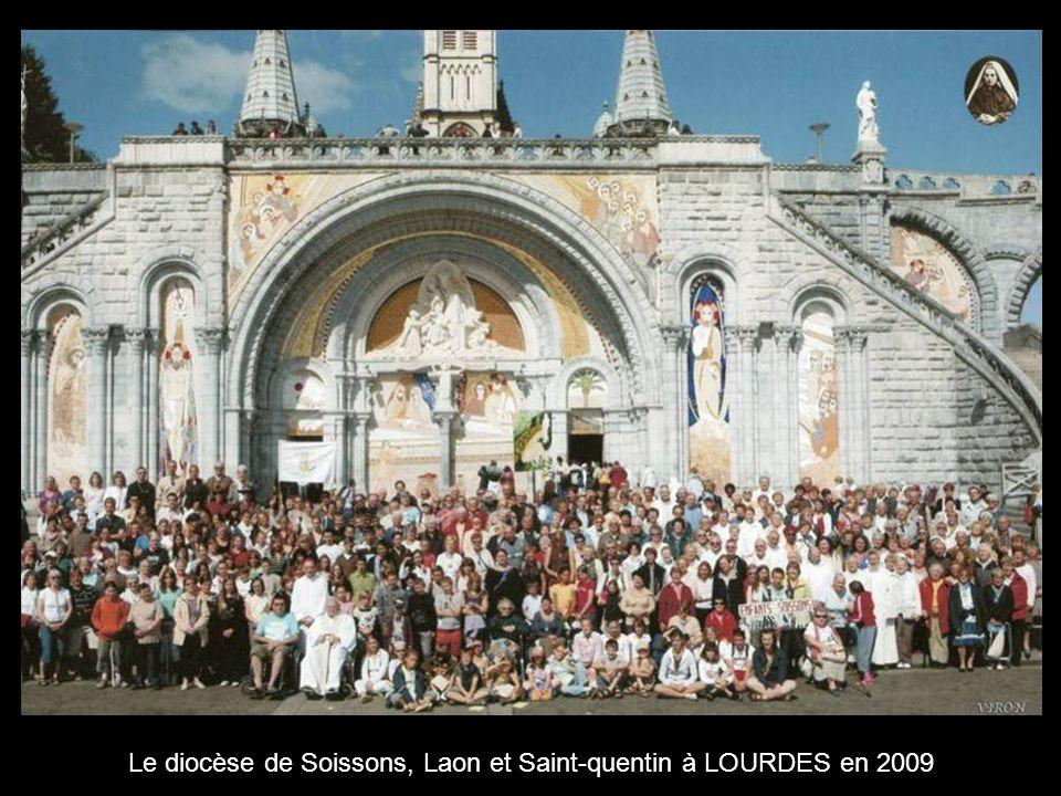 Lourdes, sa grotte, ses basiliques et… ses commerçants .