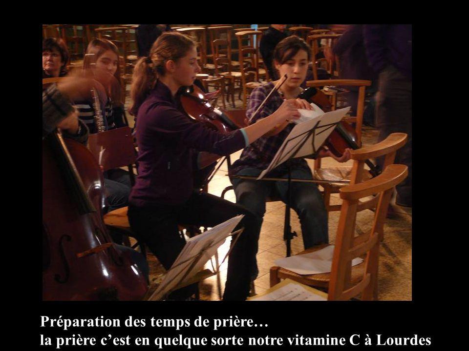 Préparation des temps de prière… la prière cest en quelque sorte notre vitamine C à Lourdes