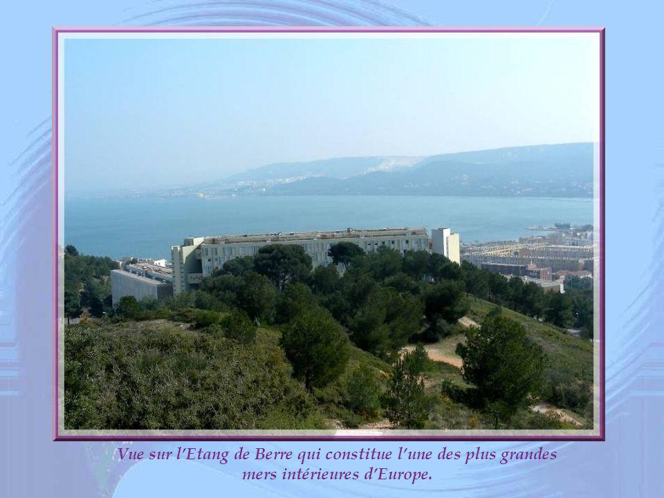 Vue sur lEtang de Berre qui constitue lune des plus grandes mers intérieures dEurope.