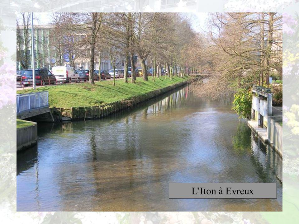 Évreux est une commune française, préfecture du département de lEure, Avec 51 159 habitants, elle est la troisième ville de la région Haute-Normandie,