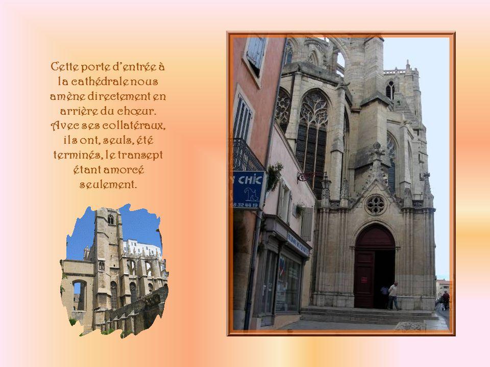 La cathédrale Saint-Just-et-Saint-Pasteur est la quatrième église élevée à cet emplacement.
