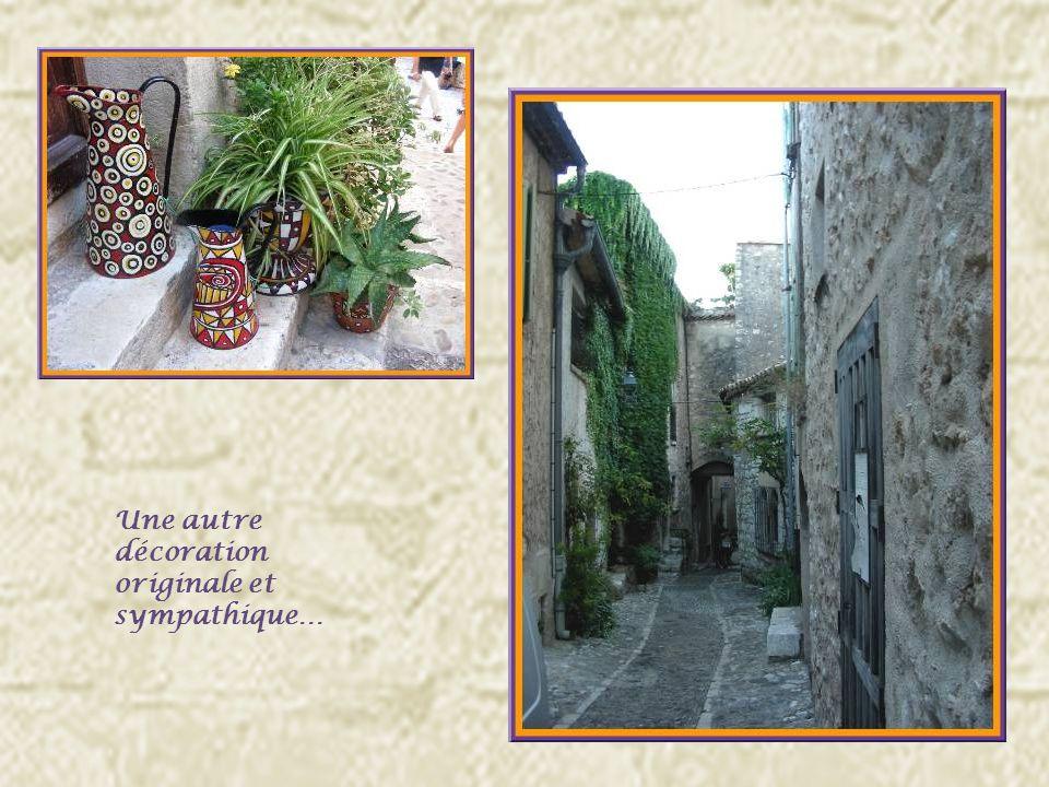 Saint-Paul compte autour de 3000 habitants mais 350 Saint-Paulois vivent au cœur de la vieille cité.