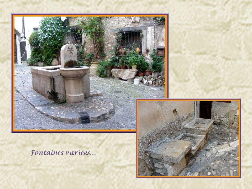 De nombreuses demeures datent encore des XVI et XVIIe siècles et lon retrouve de multiples passages voûtés.