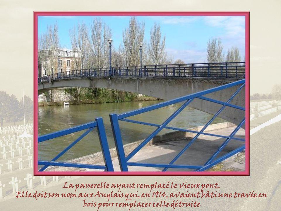 Ce tableau de 1824 montre le vieux pont construit au XIIIe siècle. Abîmé durant la guerre de 14, remplacé en 1932, de nouveau détruit durant la derniè