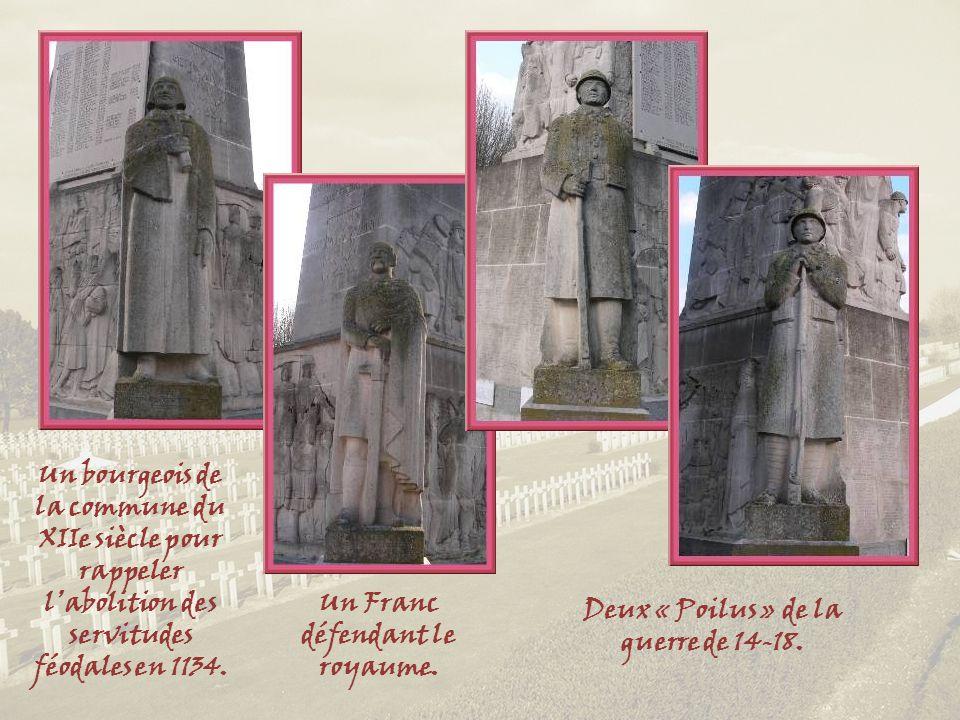 En haut à gauche, le vase de Soissons, à droite, Jeanne dArc et, en bas, les scènes de détresse des populations.