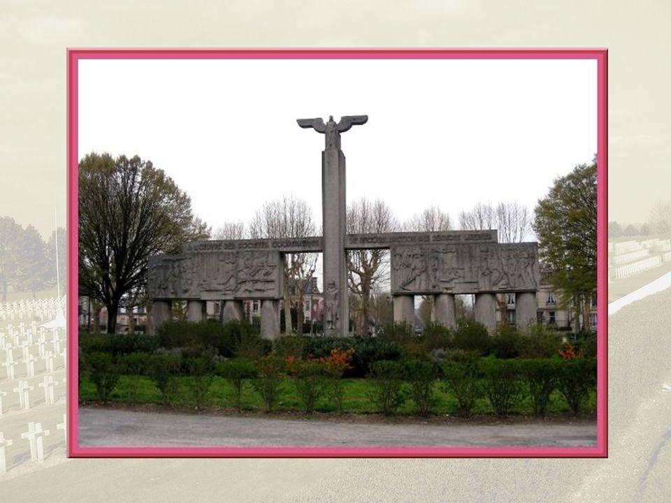 Après la première guerre mondiale, les élus voulurent remodeler la ville, en faire une cité aérée en élargissant les rues, parfois jusquà 15 m dans le