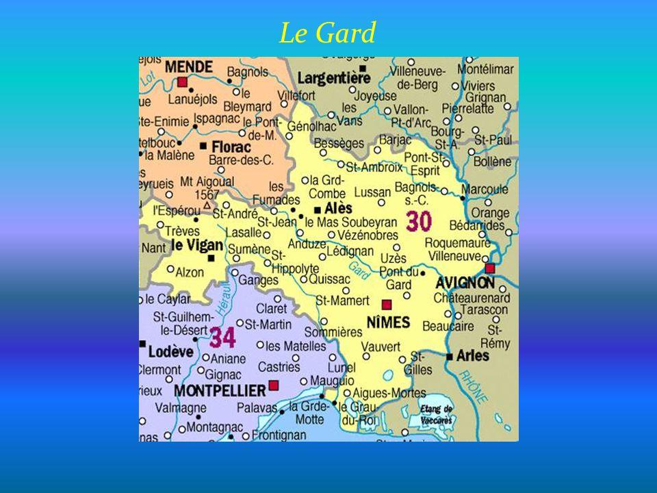 U z è s Cathédrale Saint- Théodorit et tour Fenestrelle du XIIe siècle Le duché dUzès