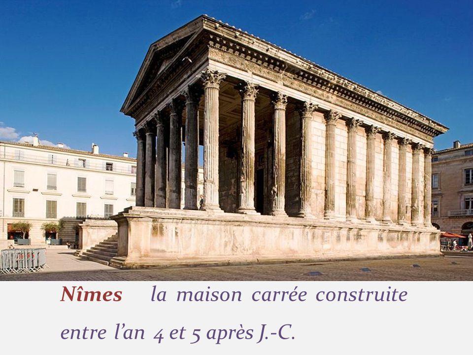 Nîmes la maison carrée construite entre lan 4 et 5 après J.-C.