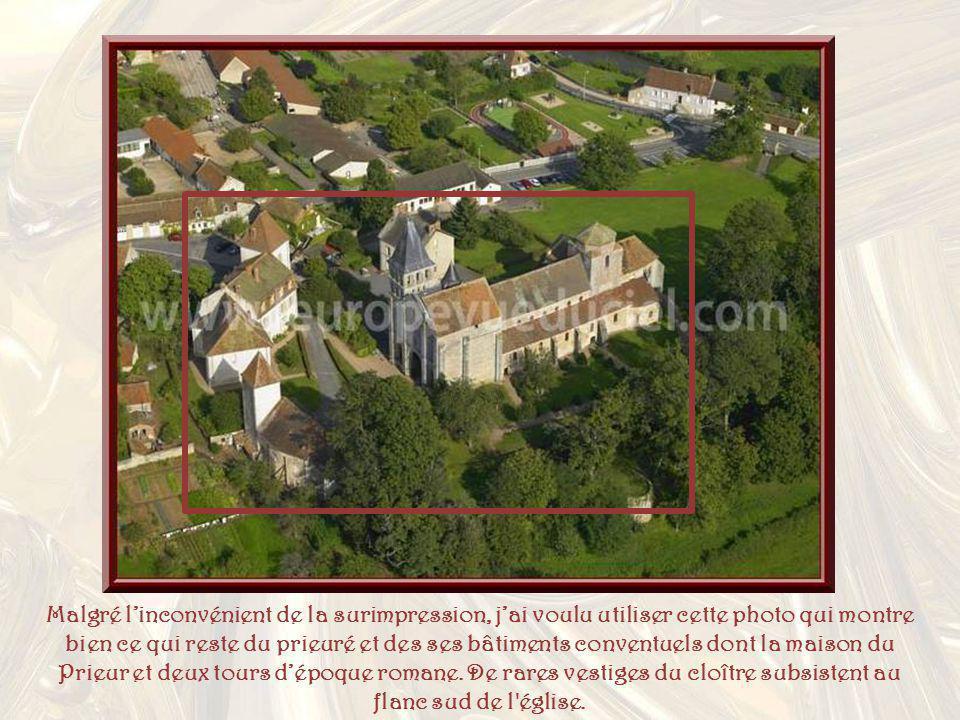 Malgré linconvénient de la surimpression, jai voulu utiliser cette photo qui montre bien ce qui reste du prieuré et des ses bâtiments conventuels dont la maison du Prieur et deux tours dépoque romane.