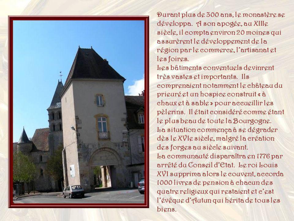 Durant plus de 300 ans, le monastère se développa.