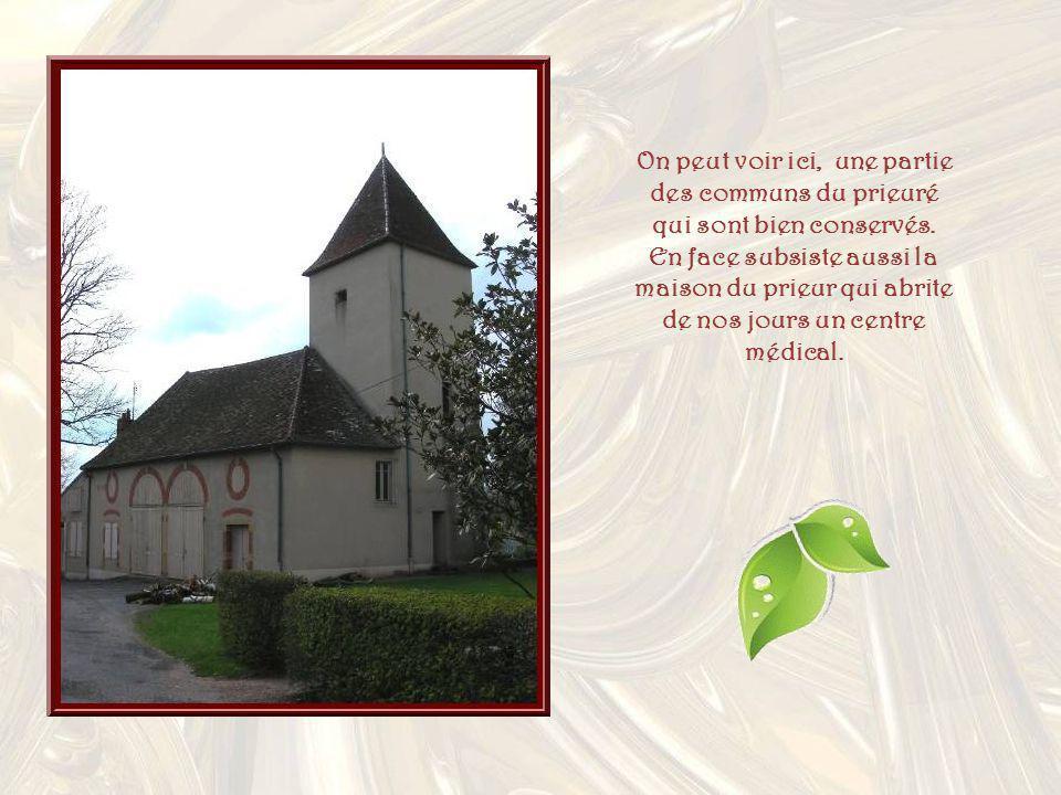 On peut voir ici, une partie des communs du prieuré qui sont bien conservés.