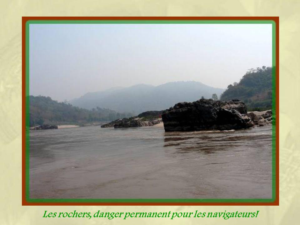 Les villages sont toujours construits en hauteur à cause des crues de la mousson!