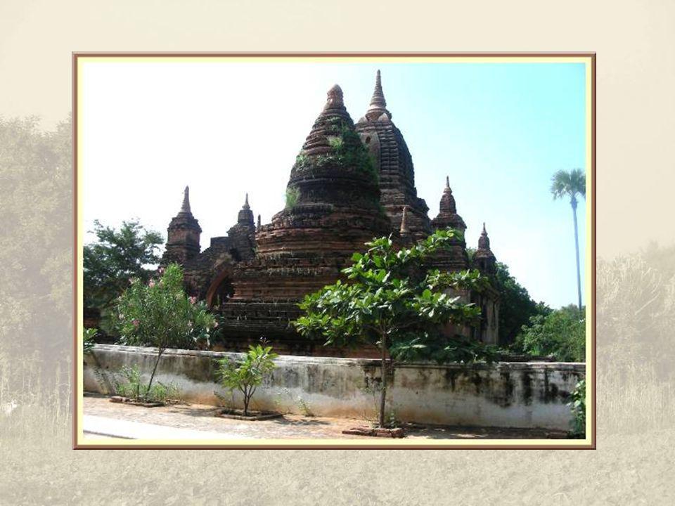 La pagode Myazedi doit son importance au fait quon a retrouvé, à proximité, une célèbre inscription Mya-Zedi sur une stèle datant de 1130, faisant référence à la donation du temple Gu-by-aukgyi situé en face.